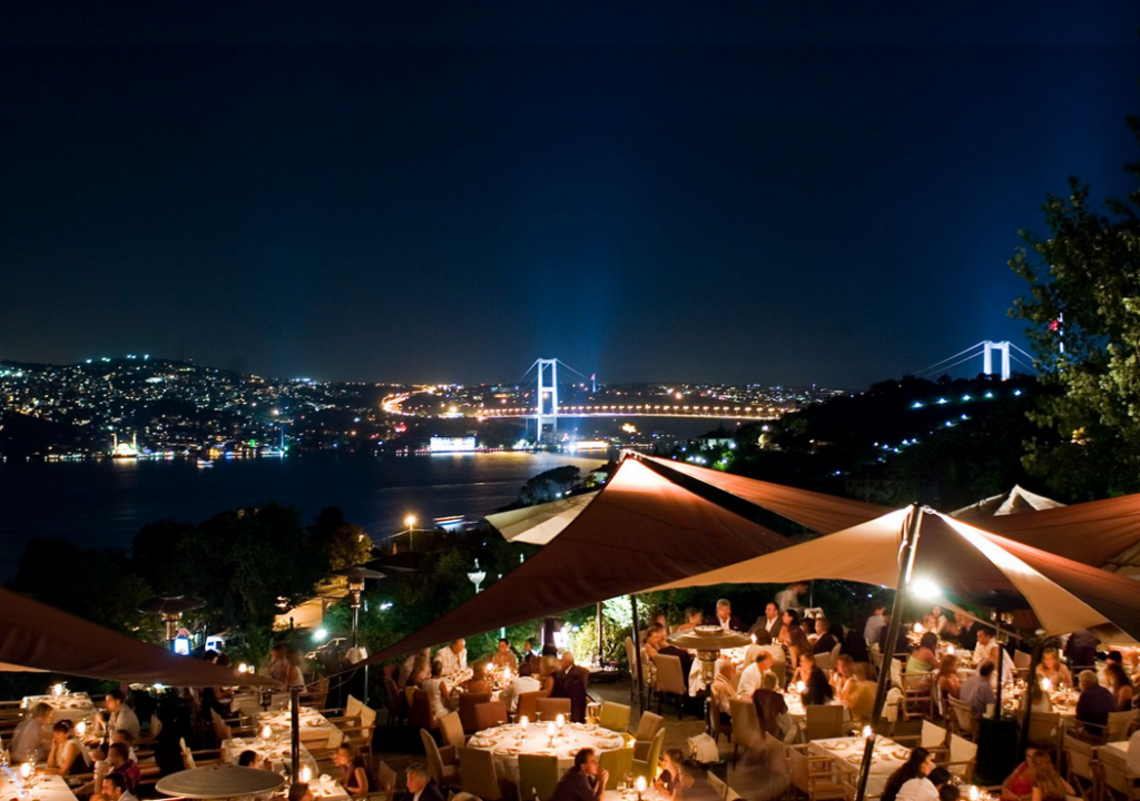 Turkey, Istanbul, Sunset Grill & Bar, Entertainment