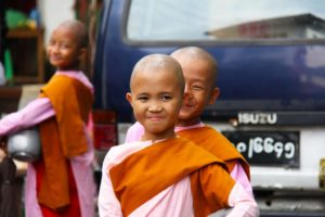 Thailand, Mayanmar buddhist girls